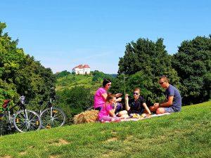 Piknik s pogledom na Dvor Veliki Tabor, autor: Jasenka Haleuš