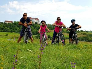 Biciklisti kod Dvora Veliki Tabor, autor: Jasenka Haleuš