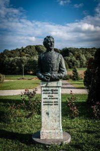 Spomenik Pavao Štoos, Dubravica